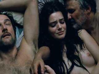 pered-veb-devushka-udovletvoryaet-seksualniy-golod-video